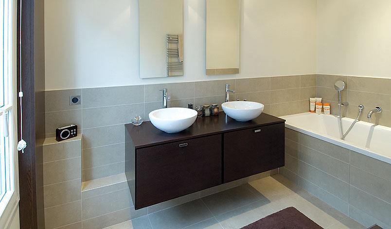 Salle de bain idee renovation avec des for Idee pour renover une petite salle de bain